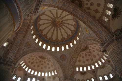THE SULTAN AHMED MOSQUE. Or commonly referred to as the blue mosque, for the colour of the tıles, was buılt between 1609 and 1616. It has 6 mınarets wıth the maın centrtal dome measurıng 43m ın heıght.